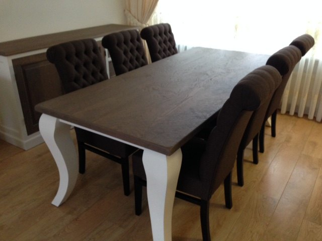 Queen tafel met wit onderstel en handgedisseld blad