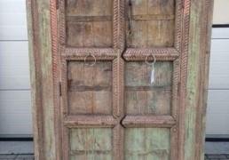 India kast met oude deuren