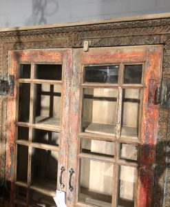 India vitrine